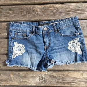 ☀️3/$25 Aeropostale Shorty Embroidered Jean Shorts